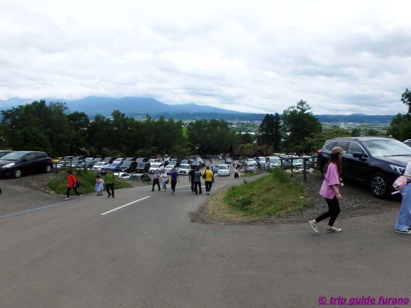 7月 ラベンダー ファーム富田 駐車場