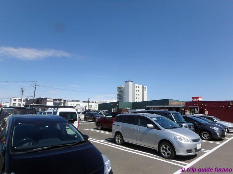 ふらの マルシェ 駐車場